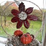 Solsikke af efterårsblade